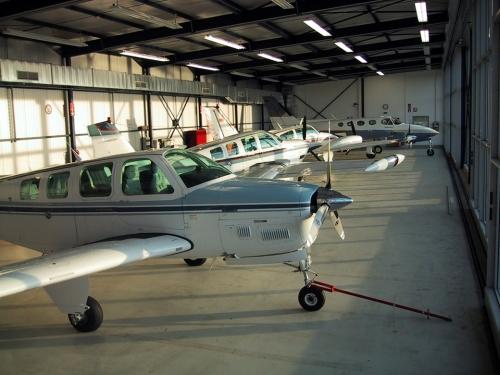 Fluggerätmechaniker/in mit Lizenz CAT A (Flugzeuge mit Kolbenmotor)