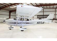 Cessna - 172 Skyhawk - R  /  N37JA