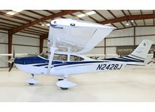 Cessna - 182 Skylane  - T  /  N2428J